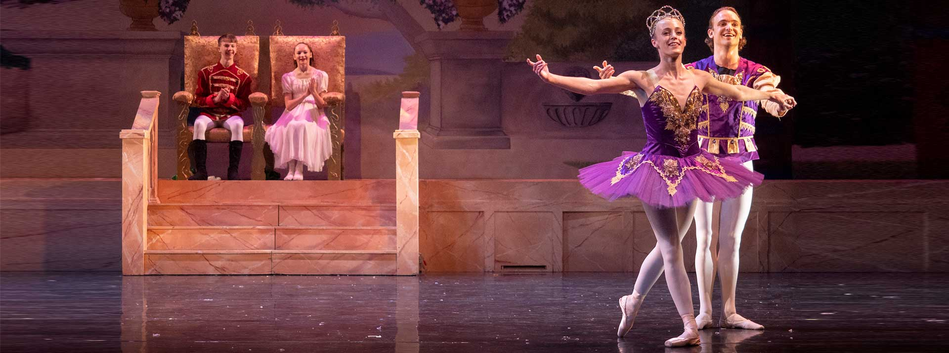 Support the Garden City Ballet - dancers on stage