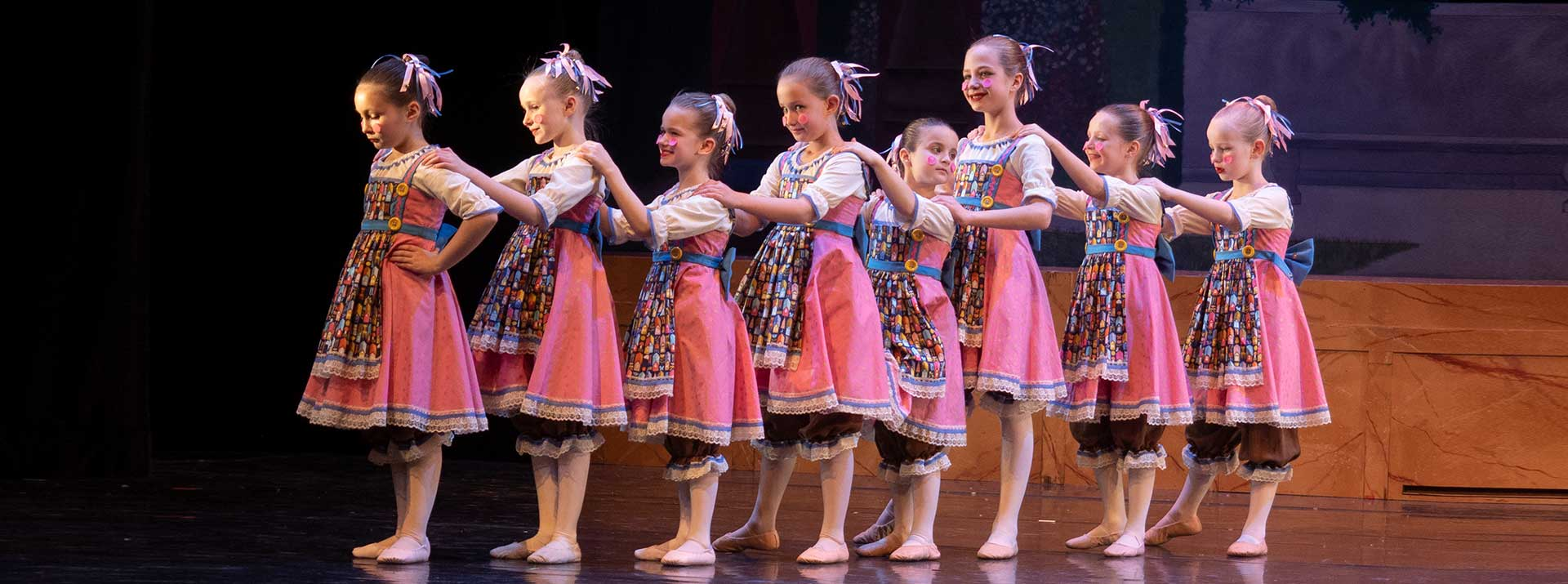 Thanking all donaors of Garcen City Ballet - dancers on stage